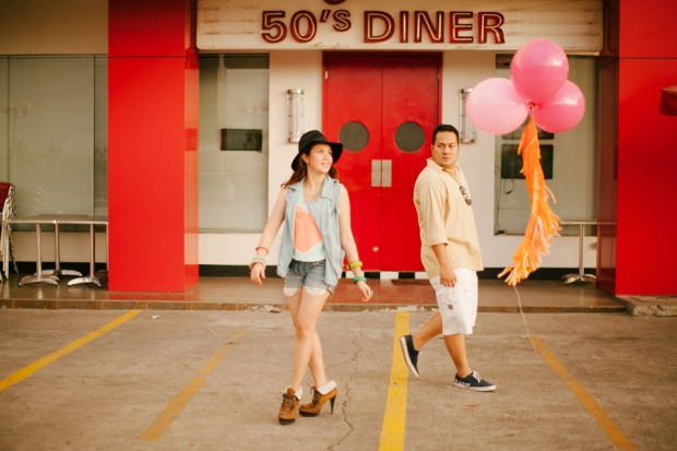 eric and april engagement session cuckoo cloud concepts cebu wedding stylist cebu engagement session cebu prenup cebu weddings balloons pink and orange 05