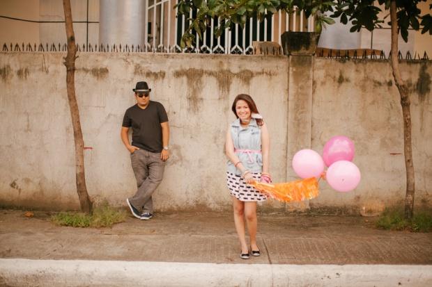 eric and april engagement session cuckoo cloud concepts cebu wedding stylist cebu engagement session cebu prenup cebu weddings balloons pink and orange 02