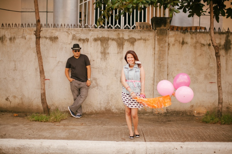 eric and april engagement session cuckoo cloud concepts cebu wedding stylist cebu engagement session cebu prenup cebu weddings balloons pink and orange 02