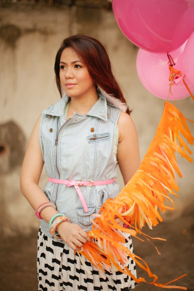 eric and april engagement session cuckoo cloud concepts cebu wedding stylist cebu engagement session cebu prenup cebu weddings balloons pink and orange 06