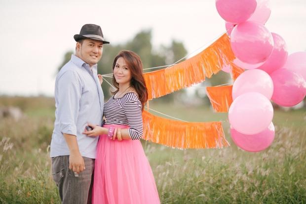 eric and april engagement session cuckoo cloud concepts cebu wedding stylist cebu engagement session cebu prenup cebu weddings balloons pink and orange 09