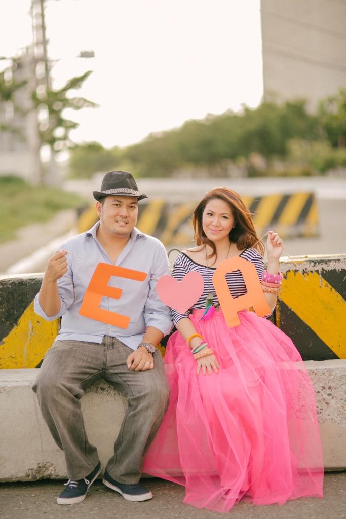 eric and april engagement session cuckoo cloud concepts cebu wedding stylist cebu engagement session cebu prenup cebu weddings balloons pink and orange 11