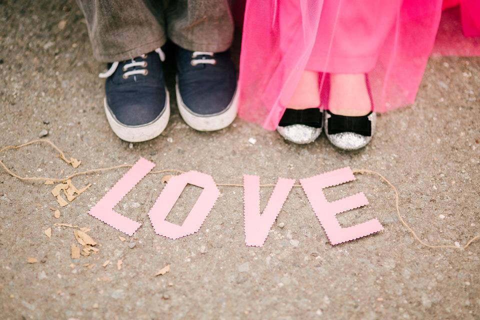eric and april engagement session cuckoo cloud concepts cebu wedding stylist cebu engagement session cebu prenup cebu weddings balloons pink and orange 01
