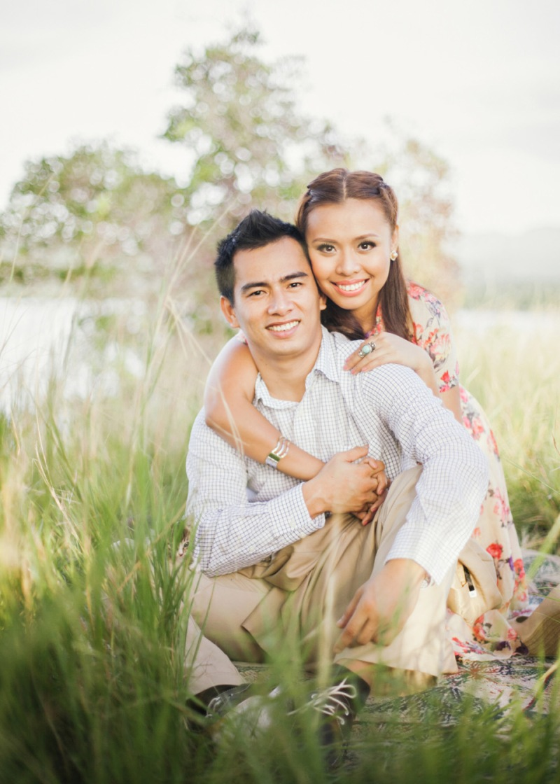 cuckoo cloud concepts christian & sheila engagement session cebu wedding stylist photo shoot stylist field by the sea 08