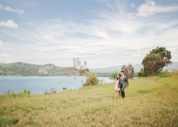 cuckoo cloud concepts christian & sheila engagement session cebu wedding stylist photo shoot stylist field by the sea 12
