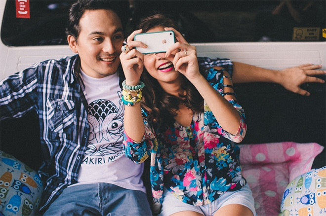 cuckoo cloud concepts carlo and steph engagement session starlo hip creative bohemian truck bath tub engagement cebu wedding stylist 11