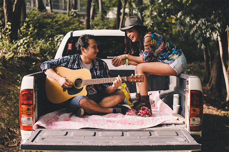 cuckoo cloud concepts carlo and steph engagement session starlo hip creative bohemian truck bath tub engagement cebu wedding stylist 15