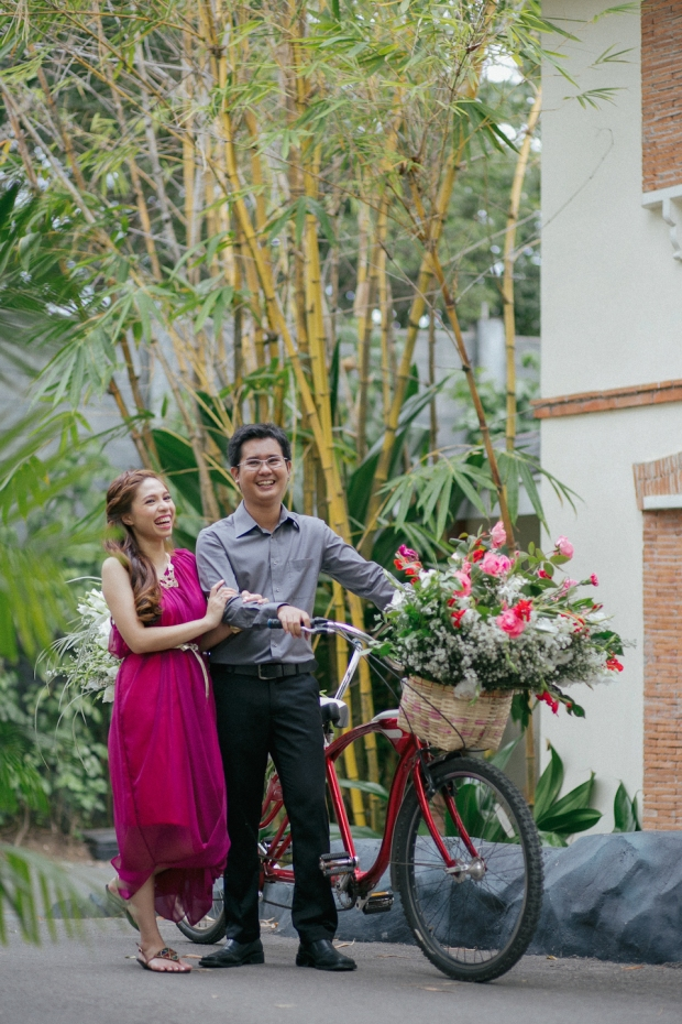 Cuckoo Cloud Concepts Allen Junez Engagement Session Bright Florals Tropical Plantation Bay-21