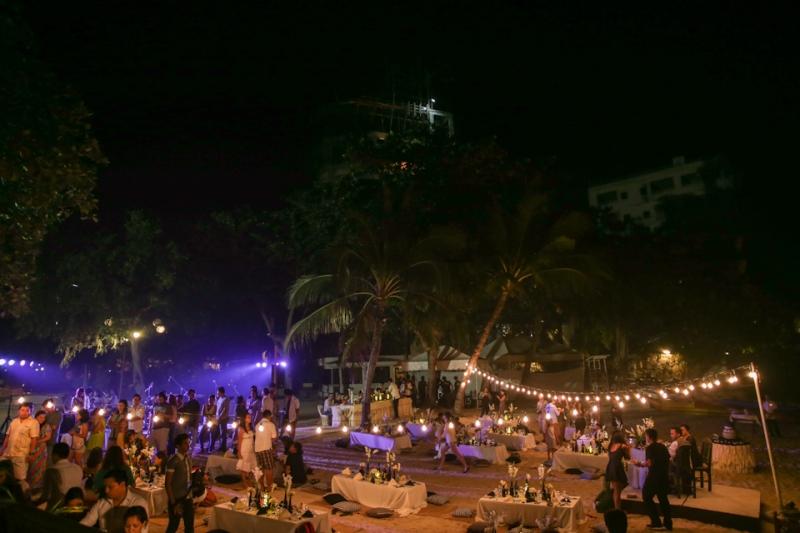 Cuckoo Cloud Concepts King Jumax Wedding Cebu Event Stylist Black and White Beach -14