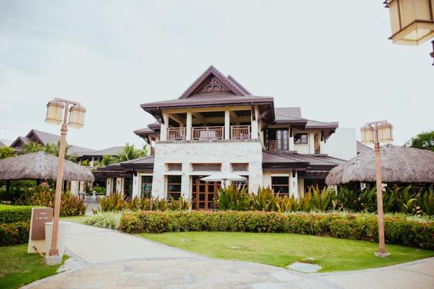 Cuckoo Cloud Concepts Petter Leah Modern Filipiniana Wedding Blue Violet Beach Crimson Resort Cebu Wedding Stylist-38