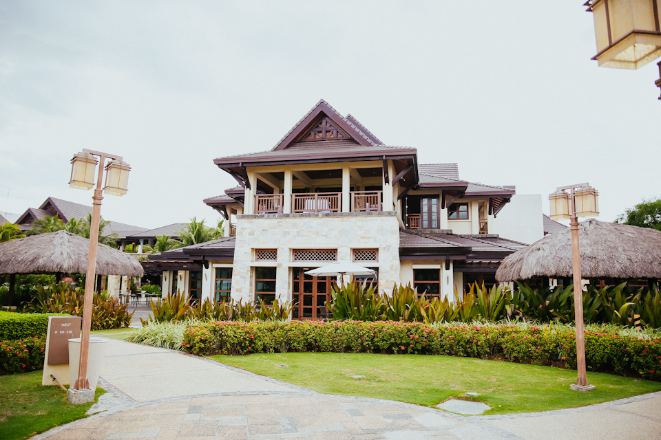 Cuckoo Cloud Concepts Petter Leah Modern Filipiniana Wedding Blue Violet Beach Crimson Resort Cebu Wedding Stylist-38