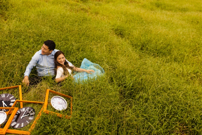 Cuckoo Cloud Concepts Edsel and Nat Engagement Session Alice in Wonderland Oriental Vintage House Open Field Teacups Clocks Blue Dress-34