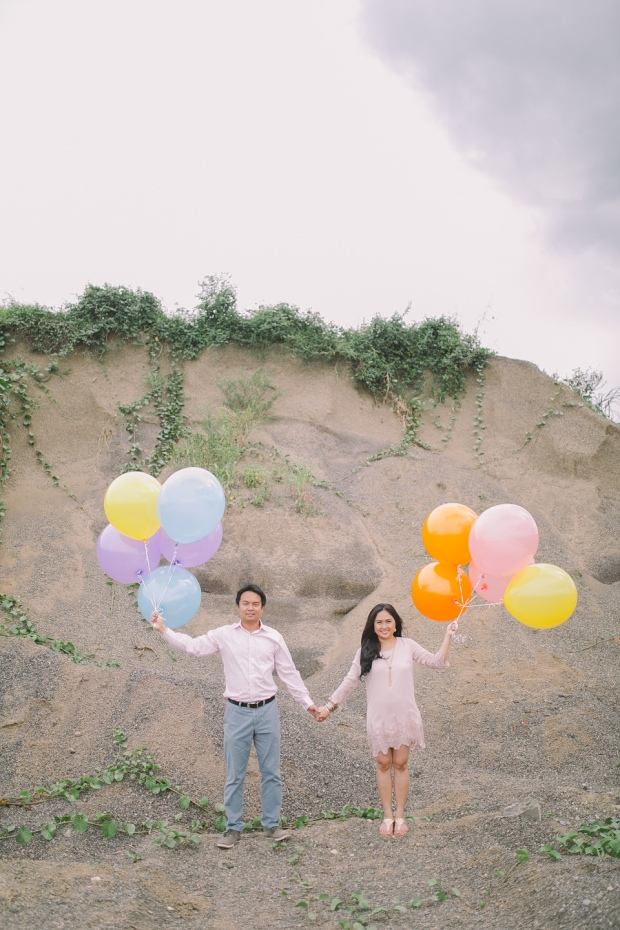 Cuckoo Cloud Concepts Julius and Pavirly Engagement Session Balloons Field Projected Images Colorful Fringes-2