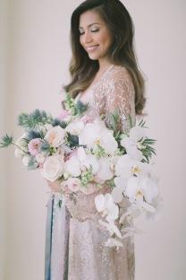 Versatile Hand-Held Cascade Bouquet for Russet